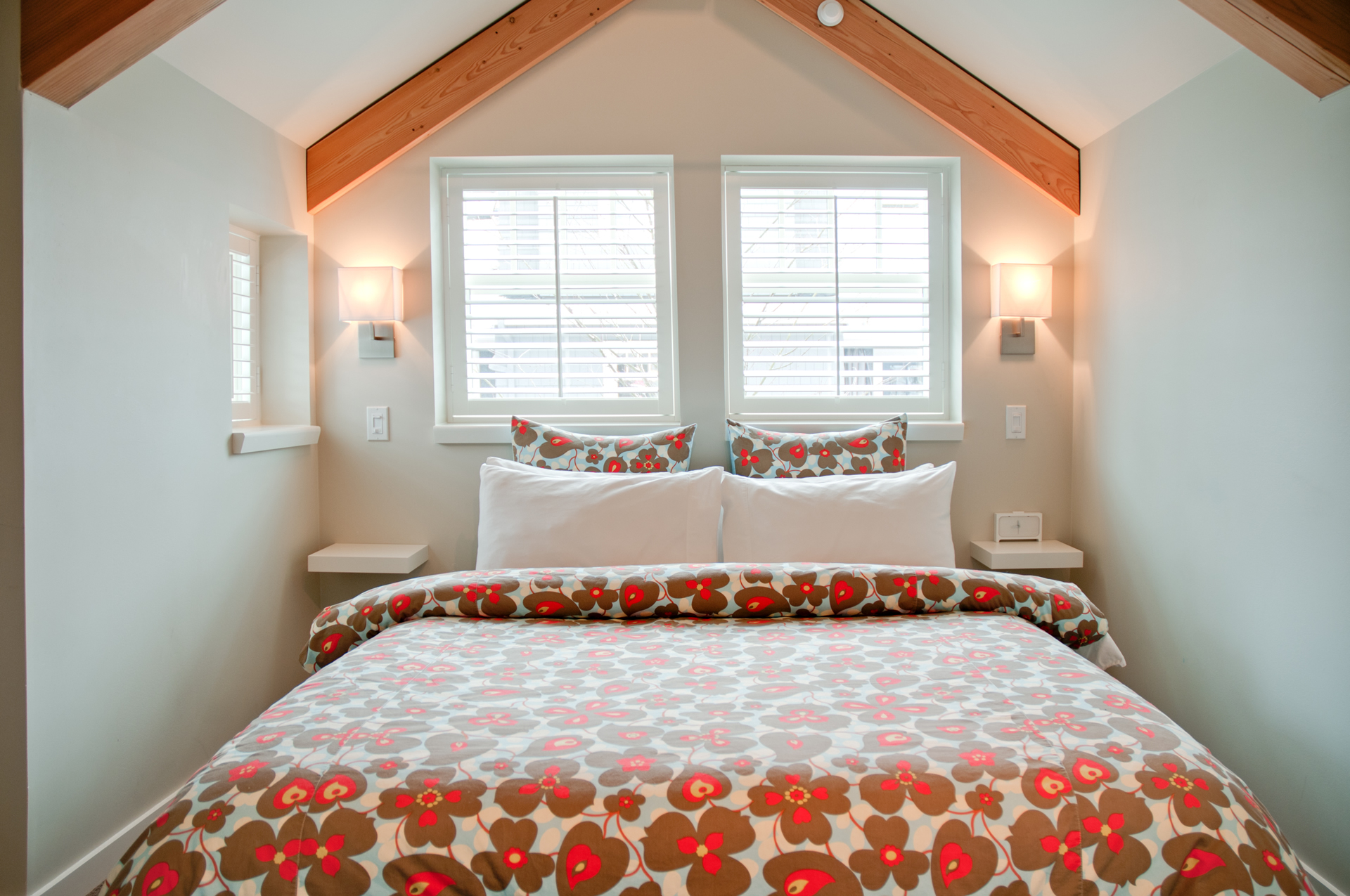 furnished coachhouse in vancouver bc